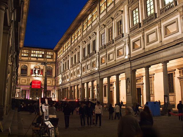 Firenze, uffizi di notte